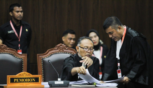 Foto Prabowo-Sandi Dituduh Tak Hargai Sidang MK, BW Komentar...