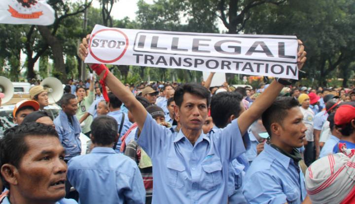 Taksi Online Dilarang Ambil Penumpang di Terminal Depok - Warta Ekonomi