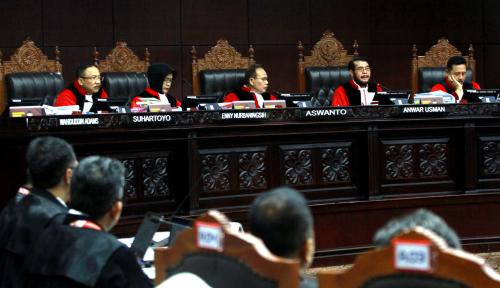 Foto Mantan Ketua MK Percaya 9 Hakim MK Orang Baik