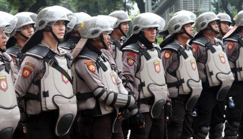 Foto Wiranto: Polisi Boleh Bubarkan Aksi di MK