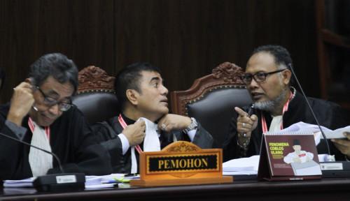 Foto Hakim MK Minta BW Jangan Terlalu Drama, Katanya...