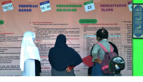 Foto Pemprov Jatim Hentikan Sementara PPDB Zonasi, Alasannya...