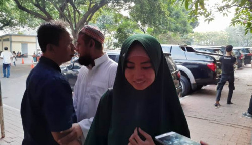 Foto Calon Istri Pengancam Penggal Jokowi Siap Nikah di Tahanan