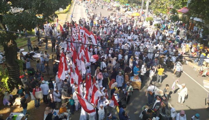 Tiga Ribu Orang Lakukan Aksi di Sekitar MK - Warta Ekonomi