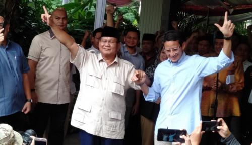 Foto Tiba di Rumah Prabowo, Sandiaga Buka Kaca Mobil dan Tersenyum