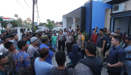 Foto Kerja Sama Berujung Wanprestasi, Massa VMA Geruduk Kantor TNB