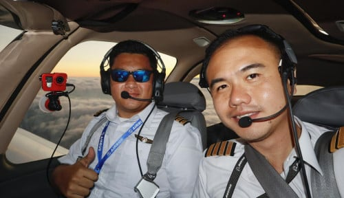 Foto Pemilik Astronacci Terbang Keliling Dunia Untuk . . .