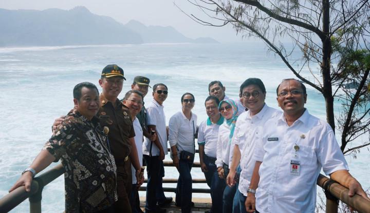 Kunjungi Kebumen, Menteri Rini Minta BUMN Kembangkan Ekonomi dan Pariwisata