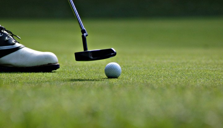 Woow... Turnamen Golf dengan Wanita Telanjang, Mau Lihat?