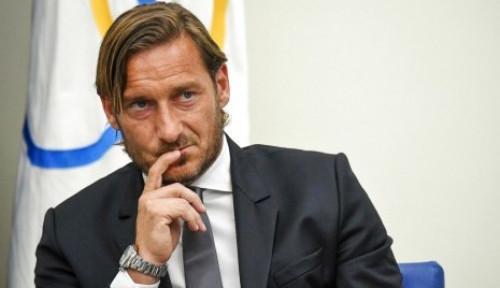 Foto Francesco Totti Ditawari Jadi Duta Real Madrid, Mau Tidak Ya?
