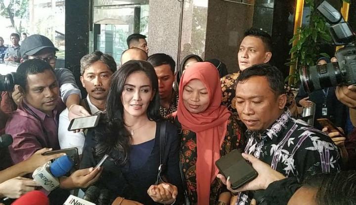 Sambil Menangis, Baiq Nuril Minta Keadilan ke Presiden Jokowi