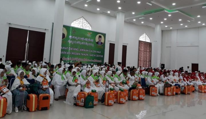 383 Kloter Pertama Calhaj Masuk Asrama Haji Medan - Warta Ekonomi