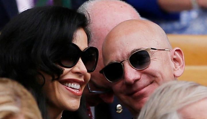 Tertangkap Kamera, Jeff Bezos dan Kekasihnya 'Bakar Duit' Lagi - Warta Ekonomi