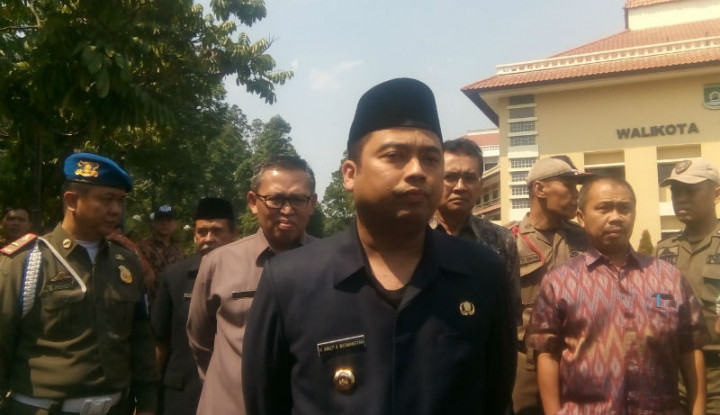 Wali Kota Tangerang Bilang Siap Dicopot Asal... - Warta Ekonomi
