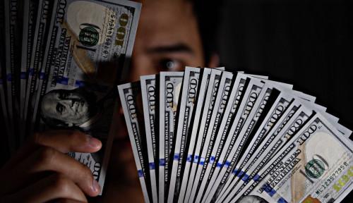 Foto Corona Effect: Dolar AS Bergigi, Rupiah Gigit Jari!