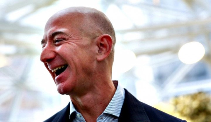 Foto Berita Jeff Bezos Jadi Orang Terkaya Dunia Lagi, Segini Selisih Harta Kekayaannya dengan Elon Musk