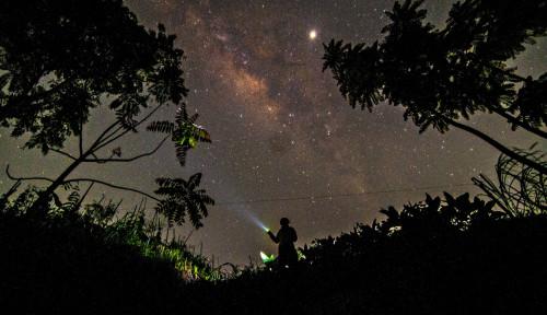 Foto Ilmuwan Ini Percaya Alien Memang Ada, Sampai Rela Rogoh Kocek Ratusan Juta Buat . . . .