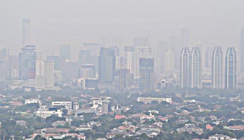 Foto Kualitas Udara di Jakarta Buruk, Dokter Sarankan...
