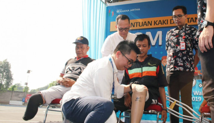 WOM Finance Bagikan Kaki dan Tangan Palsu ke 150 Tuna Daksa di Tangerang - Warta Ekonomi