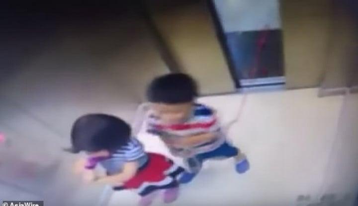 Bocah Ini Hampir Tewas di Lift, Videonya Bikin Ngilu. . .