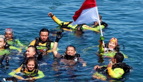 Foto Kenakan Seragam Polri, Tito Karnavian Turut Menyelam untuk Pecahkan Rekor