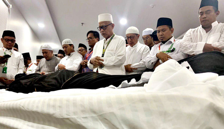 Keluarga Mbah Moen Segera Terbang ke Mekkah - Warta Ekonomi