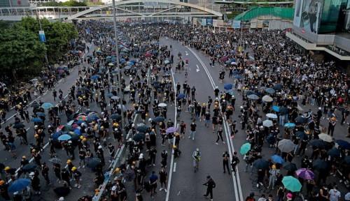 Foto Ribuan Orang Gelar Demonstrasi, Teriak Revolusi