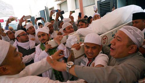Foto Gus Yasin Ditelepon Langsung oleh Menlu Perihal Wafatnya Mbah Moen di Mekkah