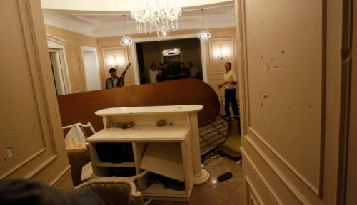 Foto Rumah Eks Presiden Kirgistan Ditembak Pasukan Khusus