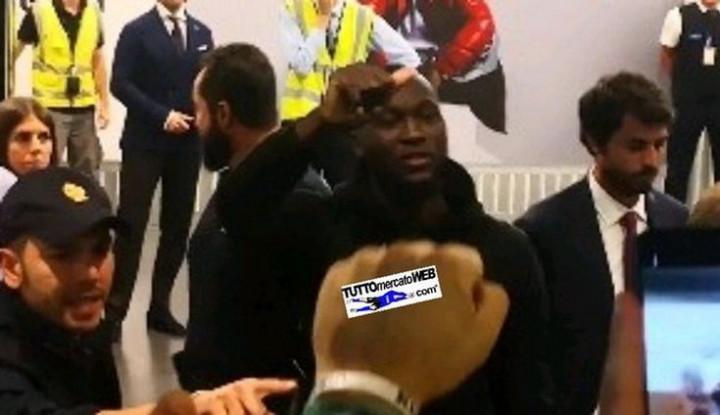 Pindah ke Inter Milan, Romelu Lukaku Disambut 500 Fans di Bandara - Warta Ekonomi