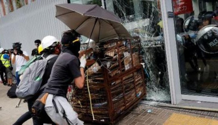 3 Hari Demo Besar di Bandara Hong Kong, Amerika dan Australia Peringatkan Warganya - Warta Ekonomi