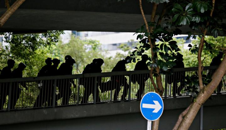 Polisi Hong Kong Sempat Hadapi Demonstran dengan Mobil Lapis Baja 'Meriam Sonik' - Warta Ekonomi