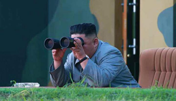 Nonton Peluncuran Rudal, Kim Jong Un Pakai Jam Tangan Buatan Swiss Seharga Rp170 Juta - Warta Ekonomi