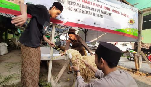 Foto Bank DKI Salurkan Qurban ke 100 Masjid di Jakarta