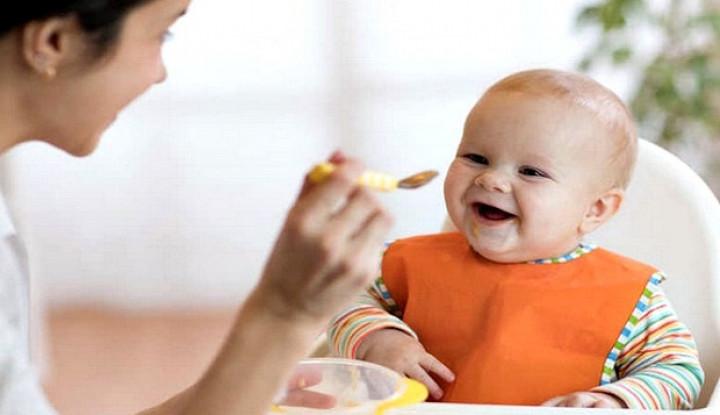 Kapan Bayi Siap Konsumsi Makanan Padat? Ini Ulasannya - Warta Ekonomi