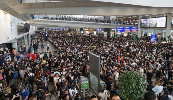 5 Ribu Massa Kepung Bandara Hong Kong, Ratusan Jadwal Penerbangan Dibatalkan - Warta Ekonomi