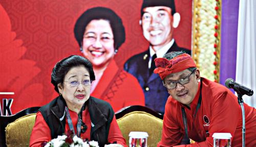 Foto Hasto: Kader PDIP Harus Menangis dan Tertawa Bersama Rakyat