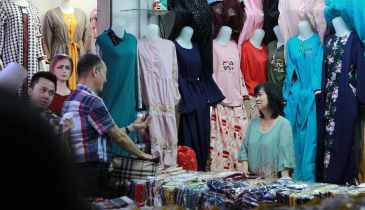 Foto Berita Omzet Anjlok 70% karena Corona, Pedagang Baju di Bali Tertolong Relaksasi Kredit