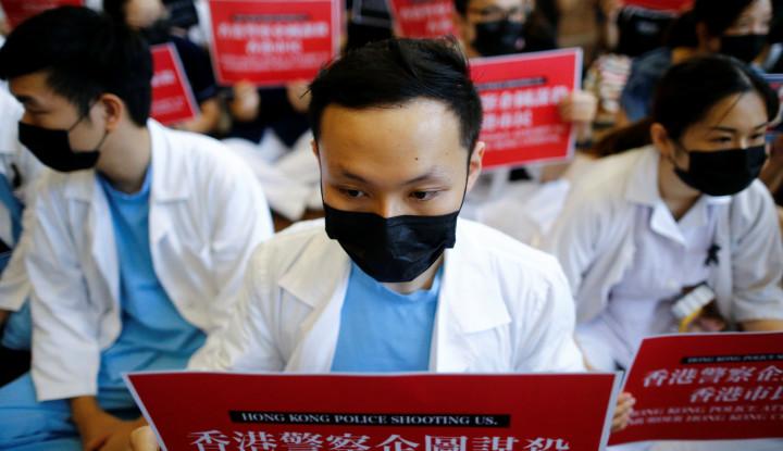 Lakukan Protes Senyap, Pekerja Medis Duduki Rumah Sakit di Hong Kong - Warta Ekonomi