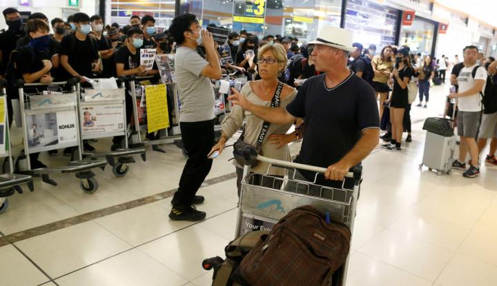 Setelah Ditutup Akibat Bentrokan, Bandara Hong Kong Kembali Beroperasi - Warta Ekonomi