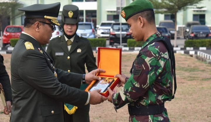 Kadislaikad Beri Penghargaan Prajuritnya yang Temukan Narkoba - Warta Ekonomi