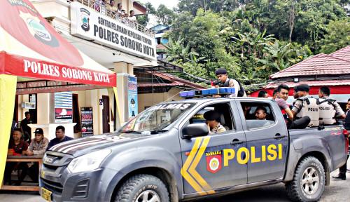Foto Polisi Temukan Bendera Bintang Kejora saat Rusuh di Timika