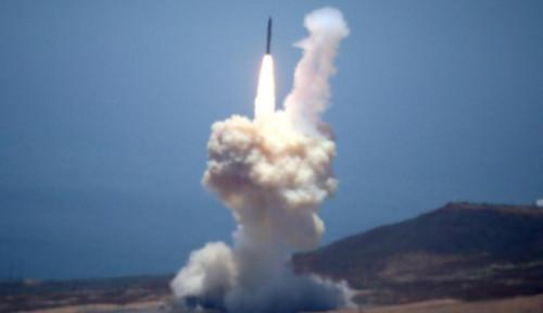 Foto Mantap! Iran Luncurkan Rudal Balisitk dan Satelit Buatan dalam Satu Waktu