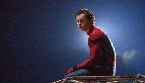 Foto Tanpa Stuntman, Tom Holland Lakukan Sendiri Adegan Berbahaya di Far From Home