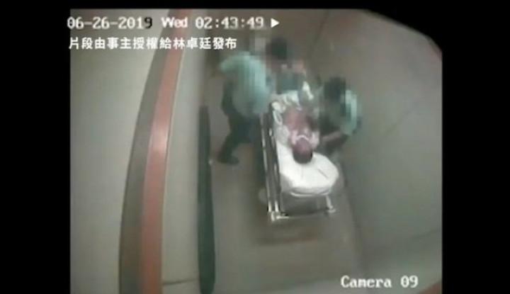 Heboh, Video 2 Oknum Polisi di Hong Kong Pukul Tersangka Sekarat di Rumah Sakit - Warta Ekonomi