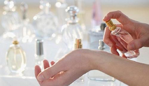 Foto Hati-hati, Orang Tua Sebaiknya Perhatikan Penggunaan Parfum pada Anak