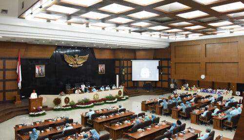 Foto Baru Dilantik Anggota DPRD DKI Sudah Malas-malasan