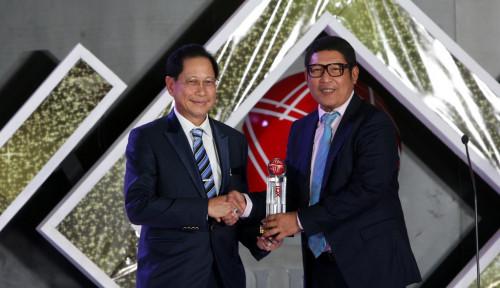 Foto Bos Besar BCA Sabet Penghargaan Lifetime Achievement