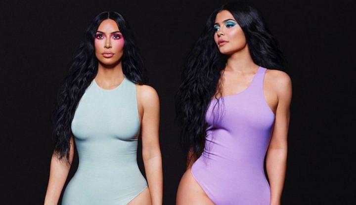 Kim Kardashian Unggah Foto Kaki, Warganet Salah Fokus ke Jari - Warta Ekonomi