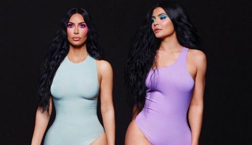 Foto Kim Kardashian Unggah Foto Kaki, Warganet Salah Fokus ke Jari